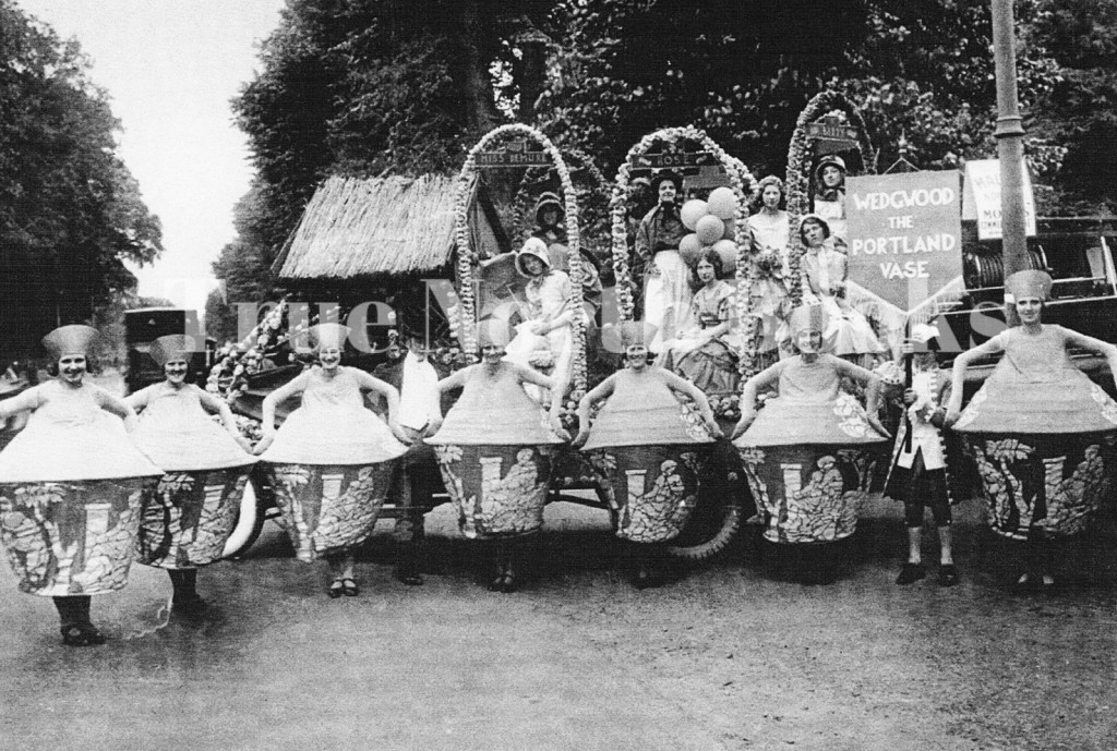Norwich carnival july 1931 marvellous questions 7 wedgewood portland vases (1)