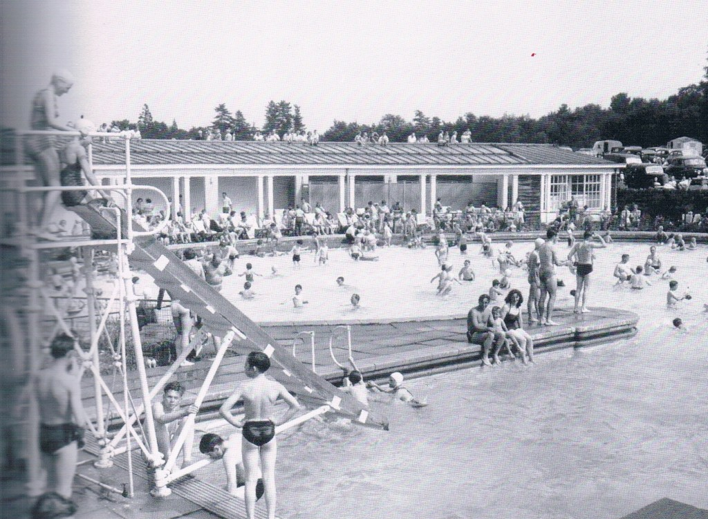 Overstone Solarium Lido on the outskirts of Northampton. From our Memories of Northampton book.