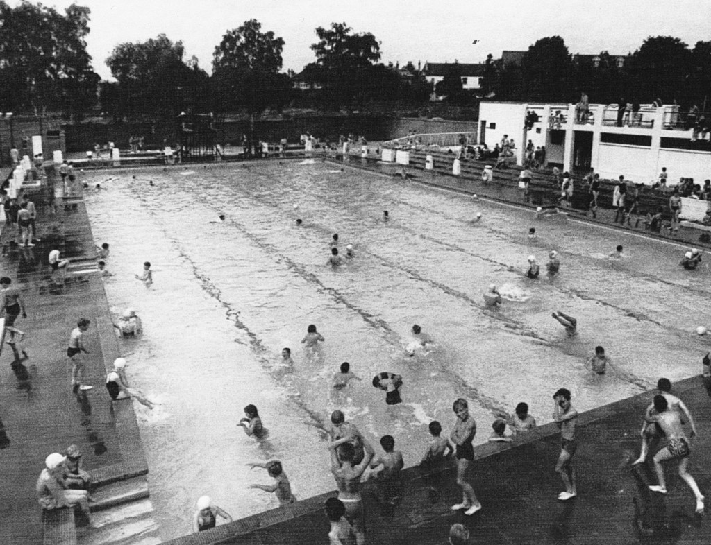 Southlands Road Lido, Bromley, 1963. This fantastic photograph is taken from our Memories of Bromley book.