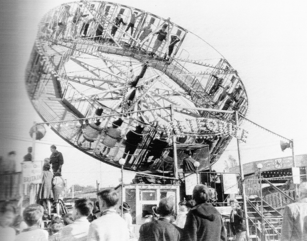 hull fair in the 1950s take a ride into outer space courtesy of the meteorite  (1)